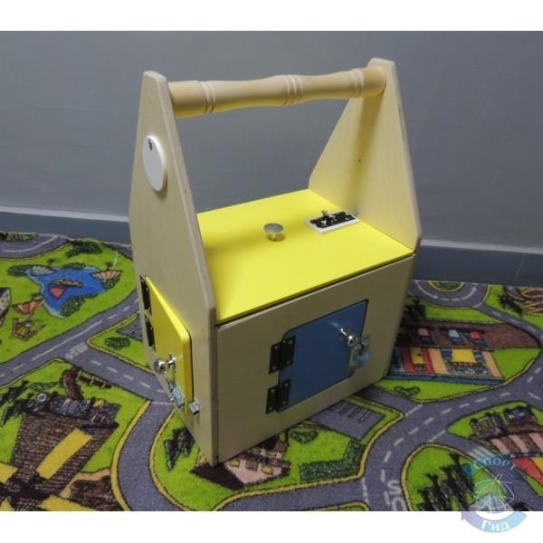 Домик тактильный с дверками и замочками СП